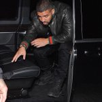 Rihanna and Drake spotted out and about in London last night. https://t.co/vqZvq9NzsR