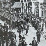 A First World War recruiting campaign in Corporation Street, Birmingham, 1914 @birminghammail   #Somme100 https://t.co/ocsAwQ4Zsb