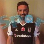 Gülüyor.- #GökhanGönül #Beşiktaş https://t.co/F3fQq63eZu