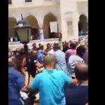 """Adanada """"Kendimi Patlacağım"""" diyen Canlı Bomba Cemaat tarafından linç edildi VİDEO==>>https://t.co/tGbWVSI4J3 https://t.co/1xMJHoz9uG"""