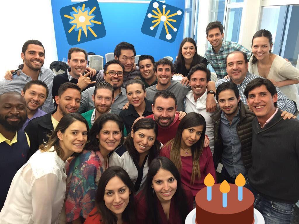 Happy #Twitterversary Team! #UnAño #HolaTwitterMx @dianaramrez @galancantu @pat_suquet @ManuMoVe @Cyndiprz @Cxrro https://t.co/H7mbNRD4z1