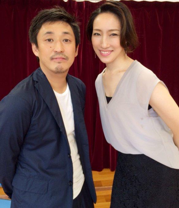 RT @aquastaff2013: 水夏希が10月に主演させていただきます舞台【サラ・ベルナール】作/演出の倉本朋幸さんと。8月1日発行のカンフェティ9月号にインタビューと写真が掲載されます。お楽しみに☆ 公演詳細→https://t.co/MchIlztHhG https:…