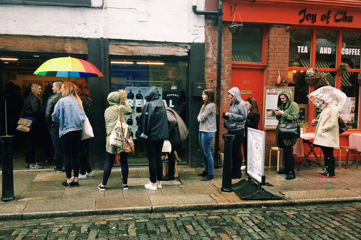 """Queuing to buy """"REPEAL"""" sweatshirts outside Indigo & Cloth #repealthe8th https://t.co/3MijaoyCCa"""