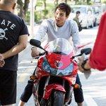 ในละคร vs เบื้องหลัง #Doctors ช่อง SBS /ครูฮงคงไม่อยากขี่จักรยานแล้ว????555555555 https://t.co/3Geg2PlTlW