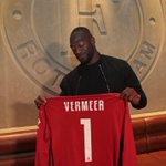 FOTOS ???? | De contractondertekeningen van @VilhenaTonny & @kennethvermeer in de Boardroom.???????? #Feyenoord https://t.co/OxSvg9gyuG