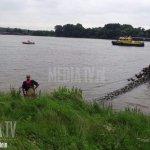 6 opvarenden zijn door de brandweer uit het vaartuig gehaald en veilig aan wal gebracht. #NieuweMaas #Rotterdam https://t.co/V9CiP1Wn5A