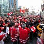 Vancouverites are a patriotic bunch! ???????? #FlashbackFriday #HappyCanadaDay (Doug Farmer/Flickr) https://t.co/Lf33flrVC7