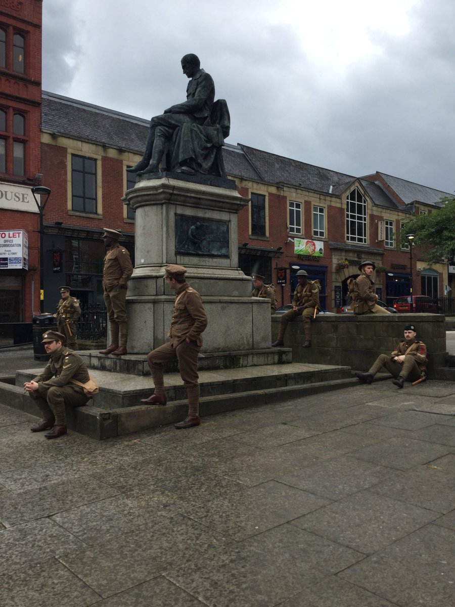 Soldiers seen in #ww1 uniforms in Bolton today were part of a UK wide event. Tag your photos #wearehere @1418NOW https://t.co/3ktL8tttwt