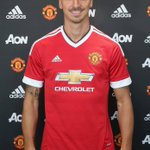 My definition of a real man? Over here ???????????????? THIS IS A REAL MAN #ZlatanTime https://t.co/Z7j5w4wxZw