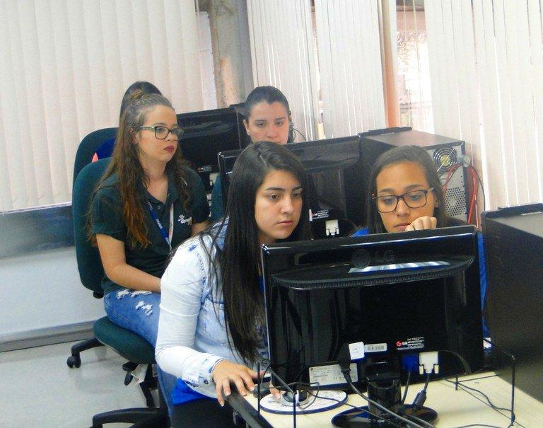 Serpro inicia projeto piloto Menina de TI #MeninaDeTI https://t.co/KWXjn1CRNL https://t.co/bCjouXqxor