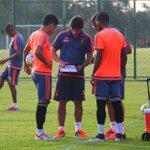 Neto e Luiz Antônio observam atentamente as orientações passadas pela comissão técnica para o treinamento com bola. https://t.co/xWqpCqMo0K