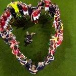 Galles, che cuore! La squadra di Coleman festeggia così...???? #GallesBelgio #Euro2016 https://t.co/n13P9HT175