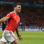 That turn! ???????????? Hal Robson-Kanu stunning goal for #WAL against #BEL https://t.co/bp4b24pbg9 #WALBEL https://t.co/pZi02r0Z0e