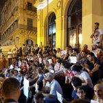 Succès du rassemblement en soutien à #MehdiBenaïssa #NoraNedjaï #RiadHartouf Bravo aux artistes et aux journalistes https://t.co/ZEZoTxj65K