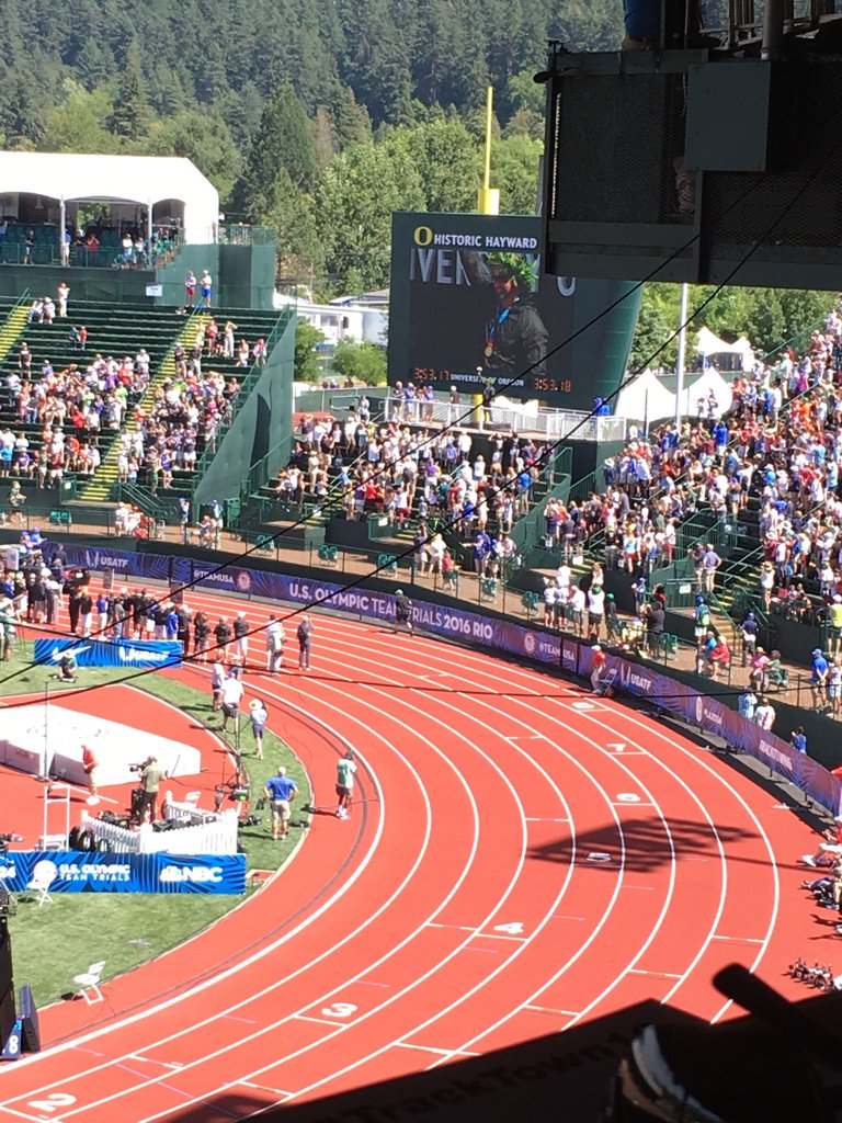Happy for Adam: @AdamMcNelson receives his #Athens2004 Olympic gold medal at the #TrackTown16 Opening Ceremony. https://t.co/faIGeB9mbO
