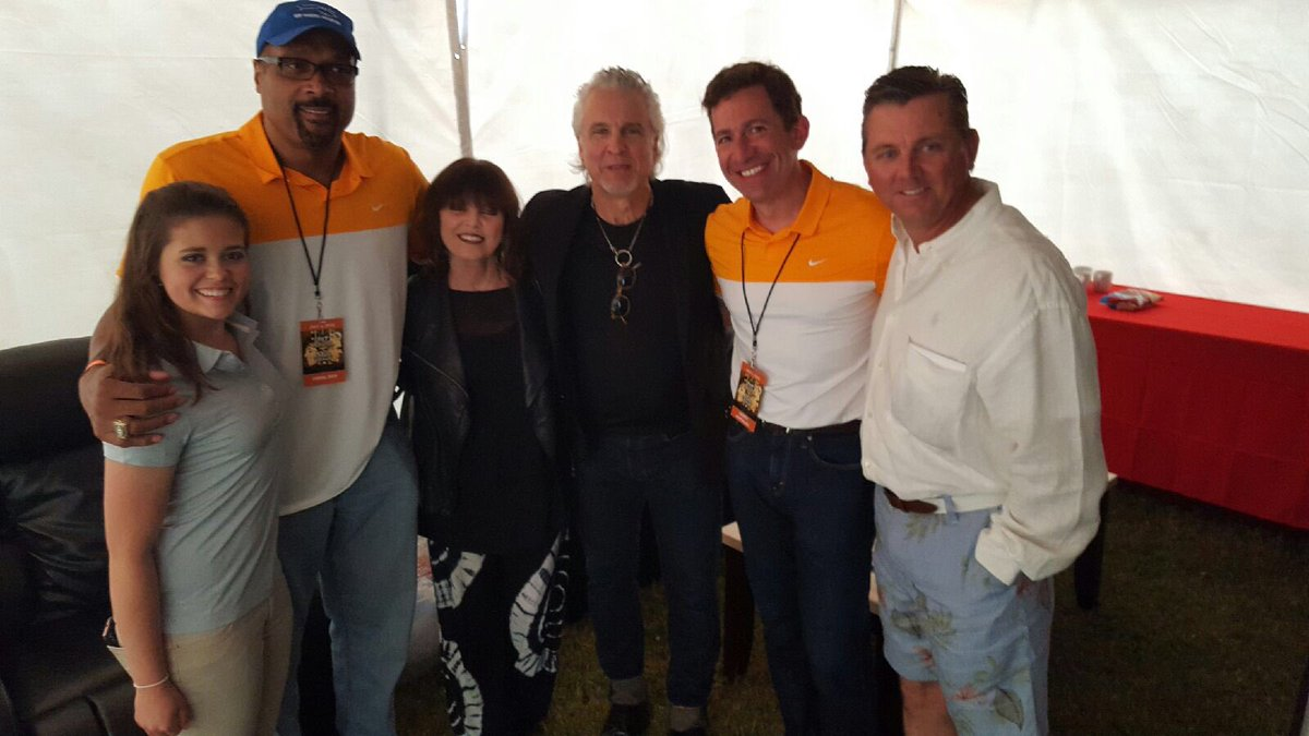 Thanks to Pat Benatar & all my friends 4 making our Hospice Charity Event a huge success @GerryMatalon @JohnLukeNYC https://t.co/kb9mm3nX5o