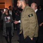Rihanna chegando em uma boate hoje à noite em Londres, mais uma vez acompanhada por Drake. 👀 https://t.co/yYsJEVdUh8