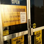 Take a look at this sign posted outside @TonyHWindsor campaign office in Tamworth #ausvotes #auspol #NewEngland https://t.co/7tckw1Xnny