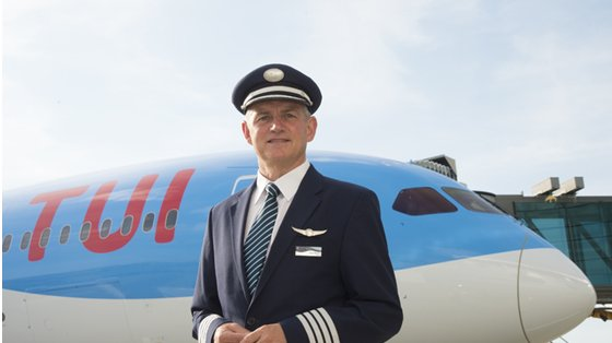 Thomson Airways reveals Tui livery on new Dreamliner at Manchester