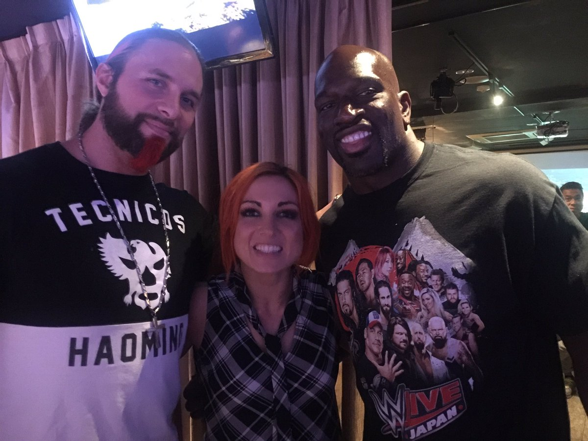 Good seeing the Big Dog @TitusONeilWWE & The Lass Kicker @BeckyLynchWWE in my neck of the woods. #Tokyo https://t.co/cP9sOlSNKj