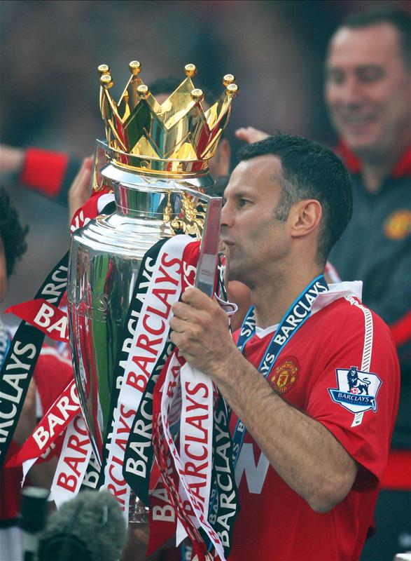 21 - Ryan Giggs scored in 21 different @premierleague campaigns, more than any other player. Legendary. https://t.co/1pTZgUoFh2