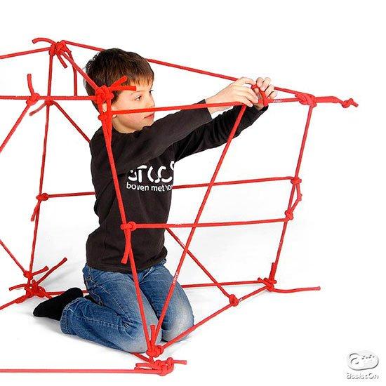 結んで作る。形を考える。構造を工夫する。手作業で立体物を組み立てることで「構造力学」を学んでいくことができる、オランダ生まれの新しい玩具。 https://t.co/yVXs1vbqlA https://t.co/OIvakavTFw