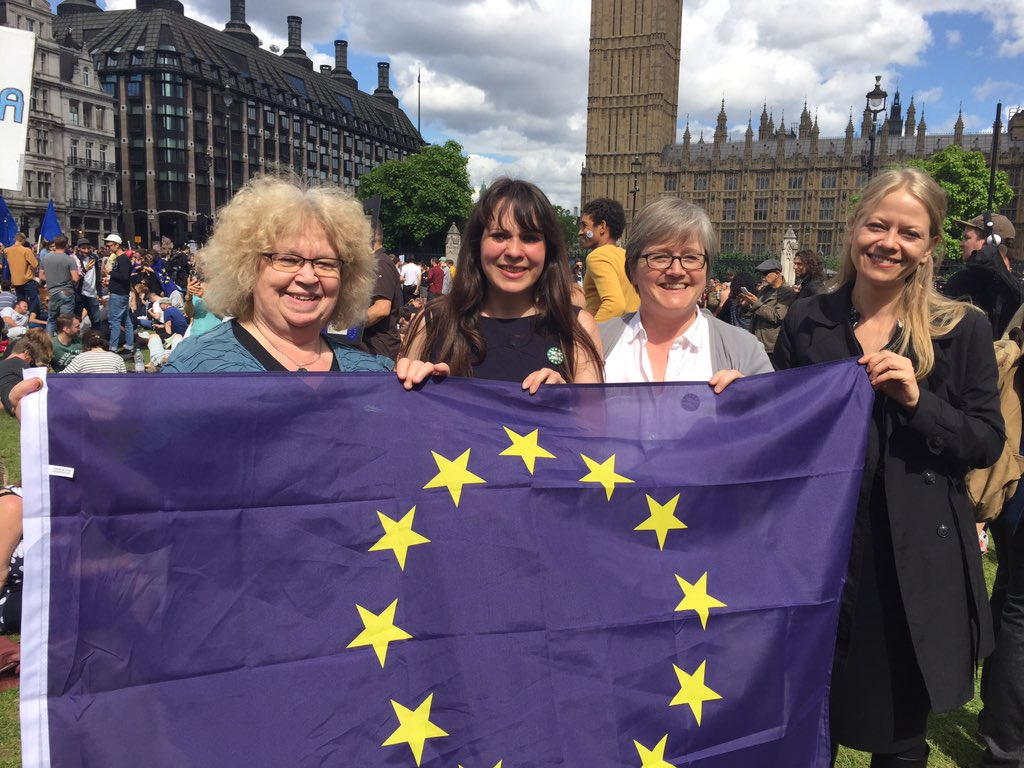 With @greenjeanmep, @sianberry & @amelia_womack at #MarchforEurope #MoreInCommon so much EU love. https://t.co/FGJRUCtyn8