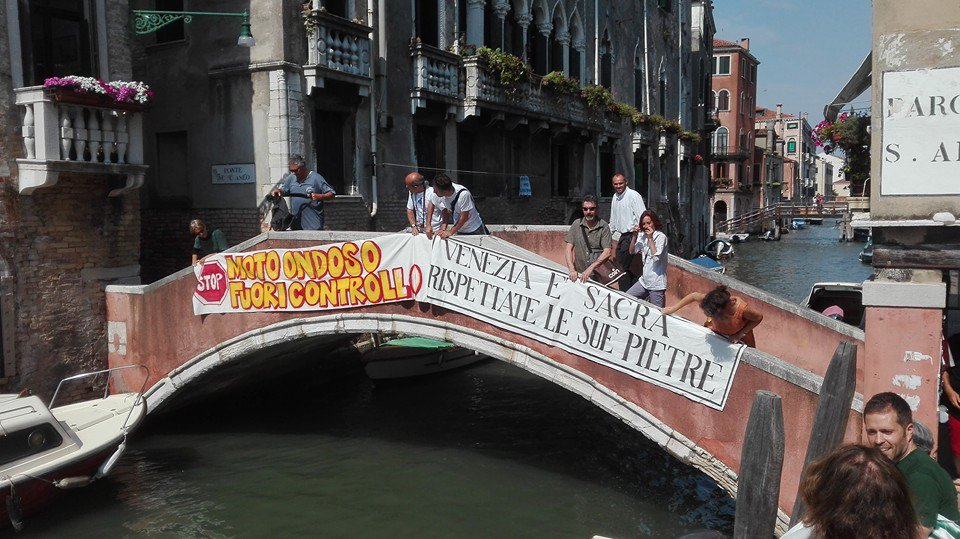 #Venice is sacred, respect her stones. photo by @m_catozzi  #veneziamiofuturo #venicemyfuture  @Dayafter2012 https://t.co/BnjMOPdTSX