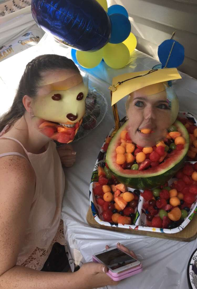 My cousin face-swapped with some fruit salad. Idk how or why it worked. https://t.co/UVN9tsWwUb