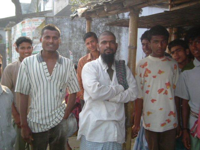 約10年間に行ったバングラデシュ、自分以外の旅行者がほとんどいなくて、人々がめっちゃフレンドリーで、独特な建築がおもしろくて、現役で使用されてる外輪船に乗ったり、楽しかったなぁ。 https://t.co/UQuF8MJPVr