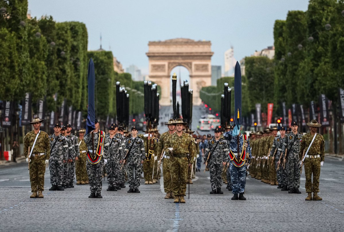#YourADF rehearse on Champs-Élysées for first time ahead of French National Day Parade 14 July 16. #BastilleDay2016 https://t.co/f3UEN1XDnF