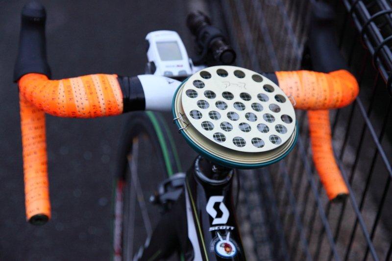 プロの農家から高い評価を得ている蚊取り線香。軽量なアルミ合金を採用したクラシカルな携行缶をトップキャップにした製品が登場した。(写真) https://t.co/ArOxnrbzvE