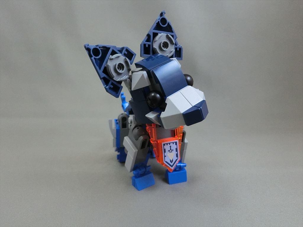LEGO PlusL 70327キット組替えコンテスト参加作品(01) 「チワワ」。ロボの稼働を活かして全身可動、お散歩のマーキングのポーズもばっちり! #LEGO #plusl1607 https://t.co/KGVHgBqcPm
