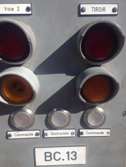 I saw this at the tram stop in Montpellier this morning. I can't get that middle button out of my mind. https://t.co/IQ3qwhqW82