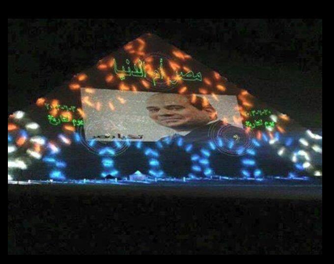 """الجنرال بلحة أبو فلاتر وصل لمرحلة """"الهوبّا يا ولاد""""، ومعلق كهارب لصورته على الهرم. https://t.co/KiRBuufKLM"""