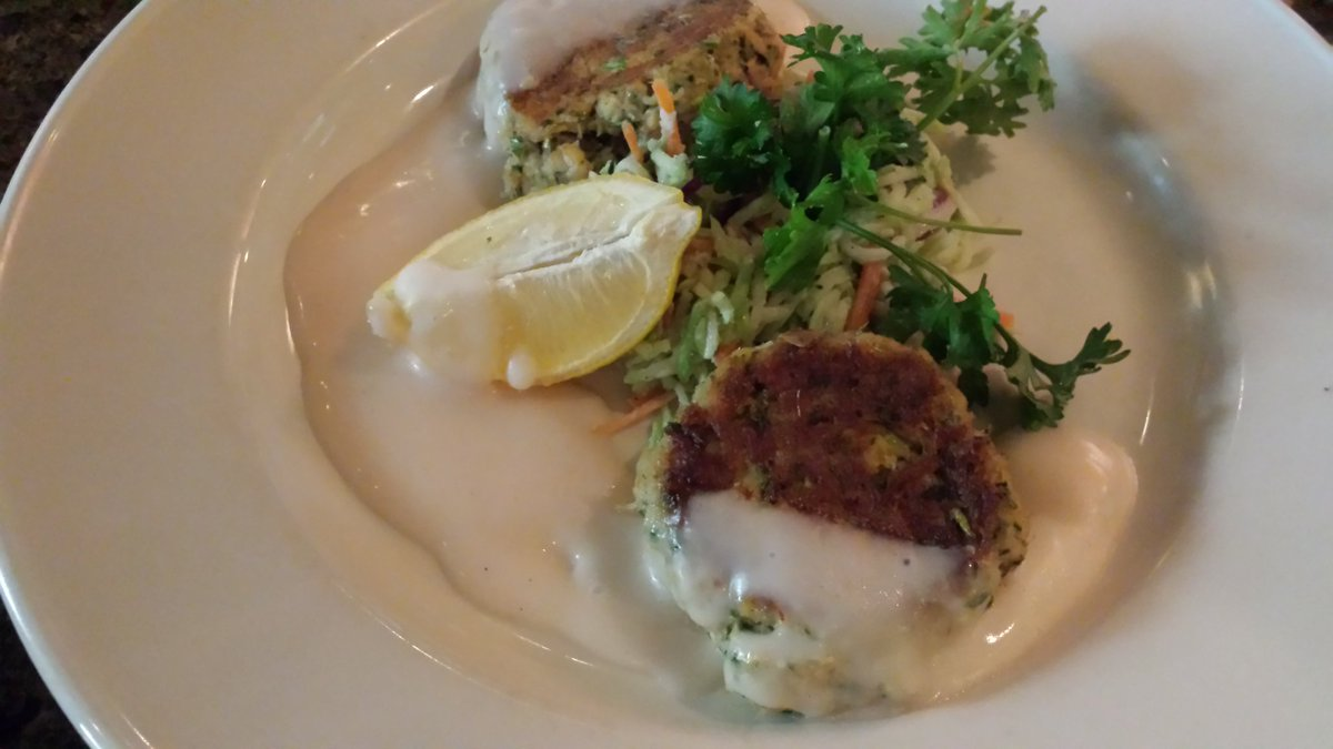 Crab cakes were a hit w the 12 yr old & 5 yr old at @wyndhamhouwest's Ten Bar & Lounge. #GoHouston #hosted #TMOM https://t.co/w1CsmsKwnT