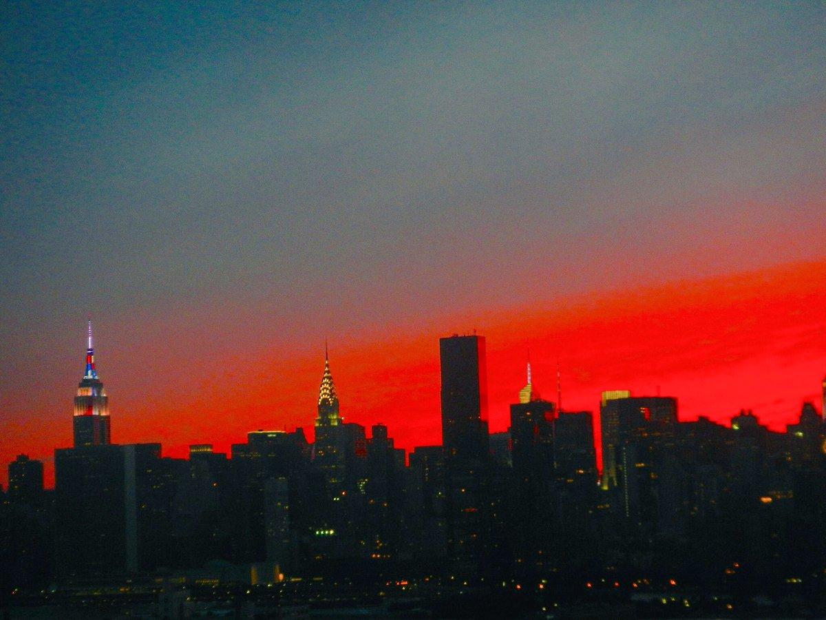 What a sky #NYC #FourthofJuly July 3 https://t.co/j5iJIdO22O