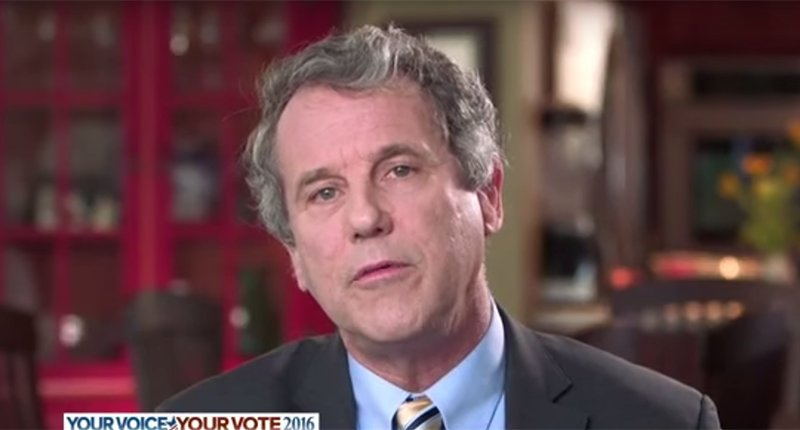 Sherrod Brown on attack: Enough about Clinton's emails, let's talk about Trump's lawsuits https://t.co/LrtO5LTvNL https://t.co/rSC2i2Vxv3