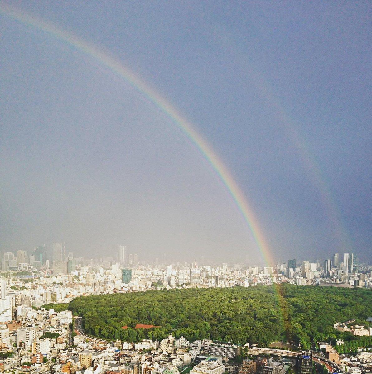 Beautiful double-rainbow colored belt across the city. 雨上がりの夕空に美しい二重の虹がかかりました。素敵な1週間の幕開けとなりそうですね!#rainbow #MyLuxList https://t.co/XJCRiRdPqI