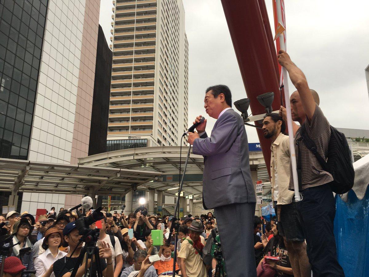 雨でかなり変更が出ていますが、 小沢一郎さん、選挙フェスに登場。  #一票一揆 https://t.co/K0adyCsEij