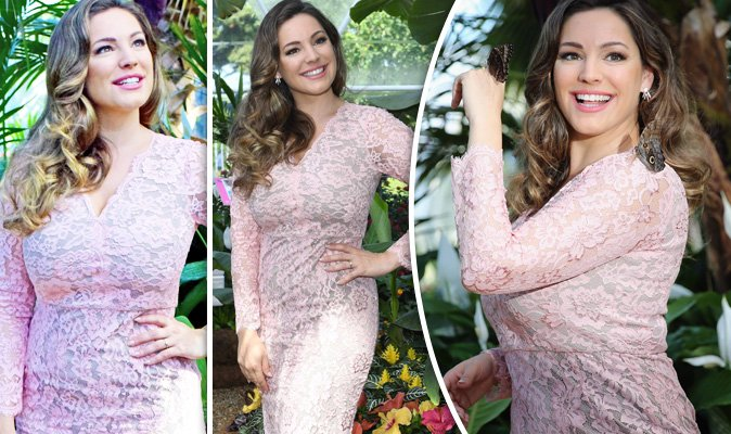 RT @Daily_Express: Kelly Brook flaunts enviable curves in skintight lace dress at Hampton Court Flower Show https://t.co/2q3WrXGdiP https:/…