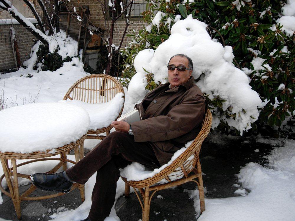 Abbas Kiarostami, one of cinema's very greatest, has died at 76: https://t.co/4fGvZ8li7v https://t.co/NuAYNNG2Iq