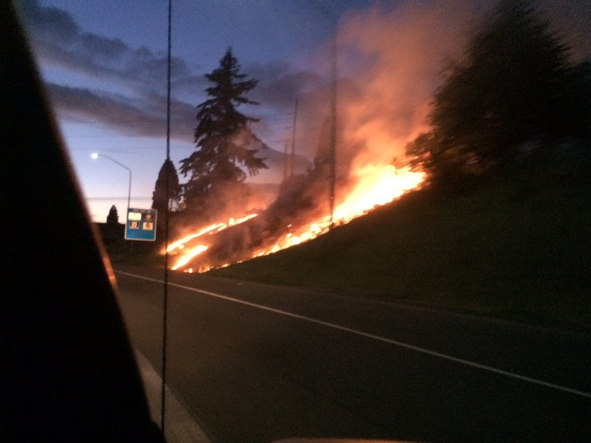 Check it out.. This is along I-205 in Vancouver https://t.co/BFB9JpGUTK