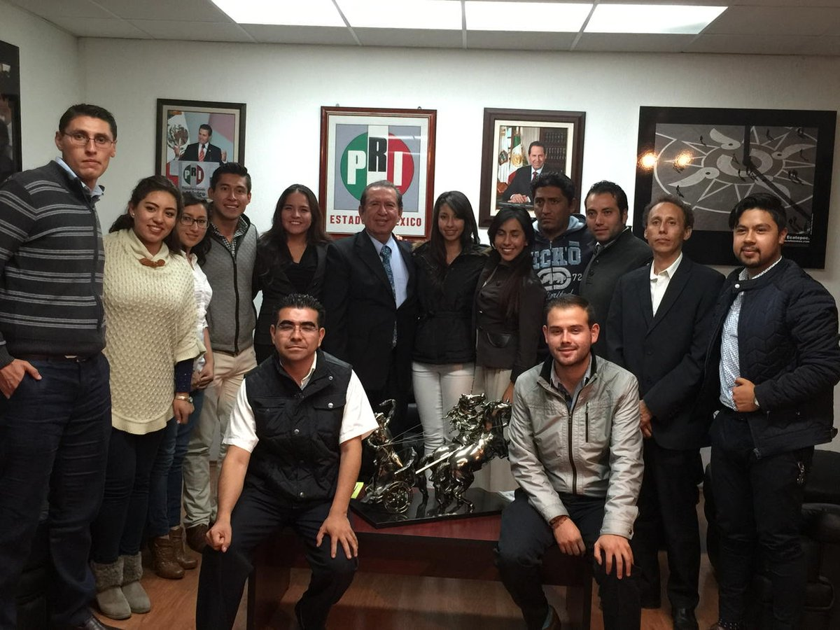 Con los líderes de AGENDA JUVENIL del valle de TOLUCA. @eruviel_avila @CarolinaMonroy_ https://t.co/IvRDktvgt0
