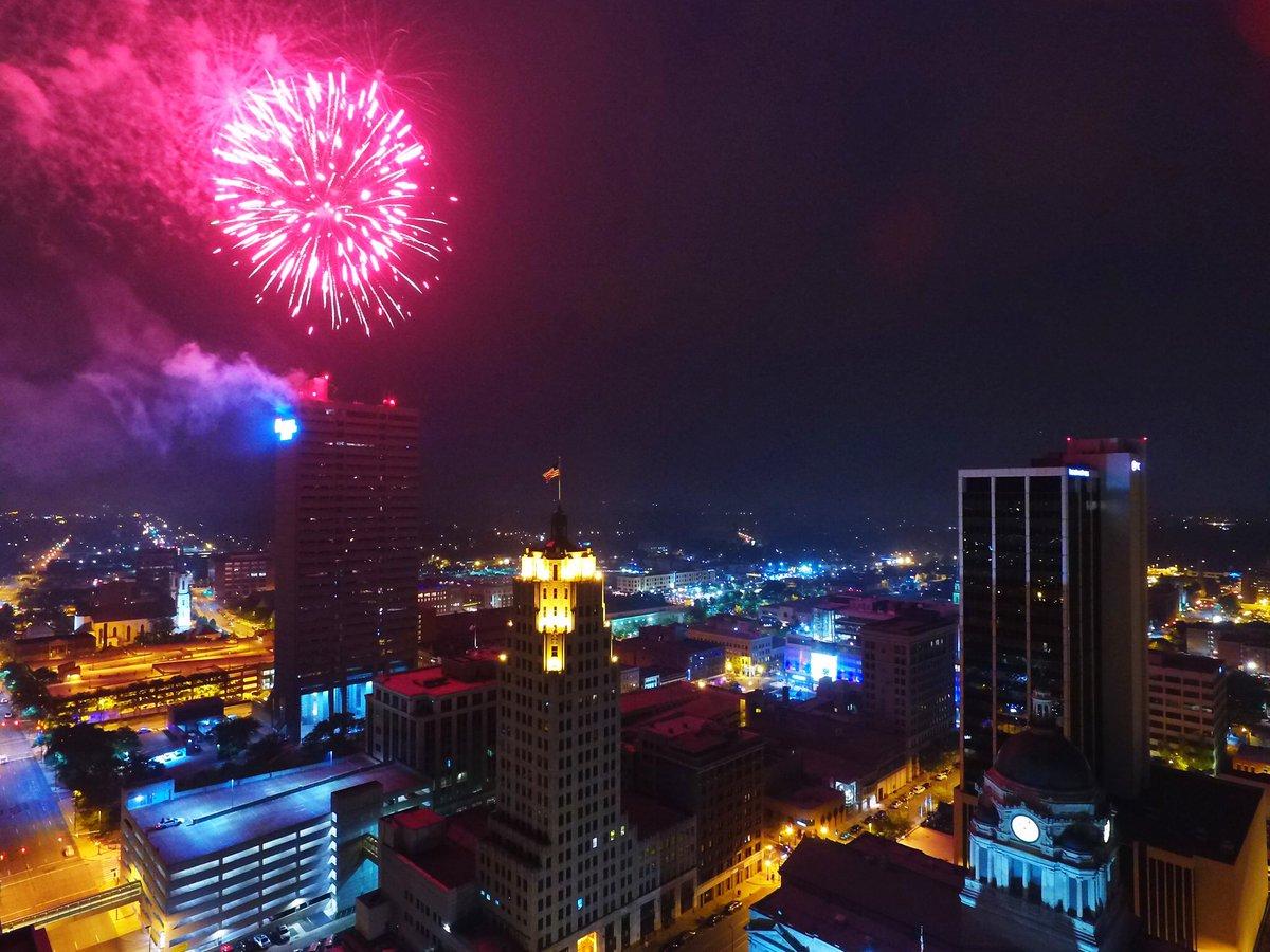 Happy 4th of July! #FortWayne https://t.co/LEaTC5FDPA