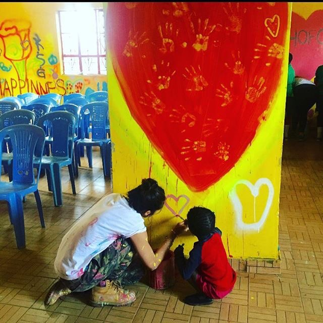 Lola and Beyonce paint a wall together with Love ❤️ in an all girls Primary school in...https://t.co/QH1PAsev0G https://t.co/5r8h8BJvTO
