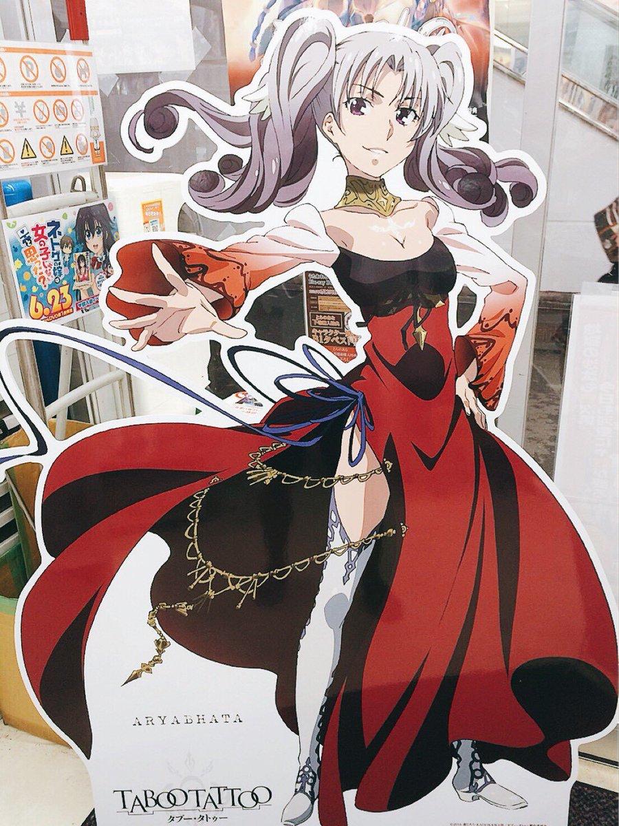 【タブータトゥー in 秋葉原】3店舗目は「とらのあなB店」!1階入り口でドレス姿のアリヤが優雅にお出迎え。#タブータト