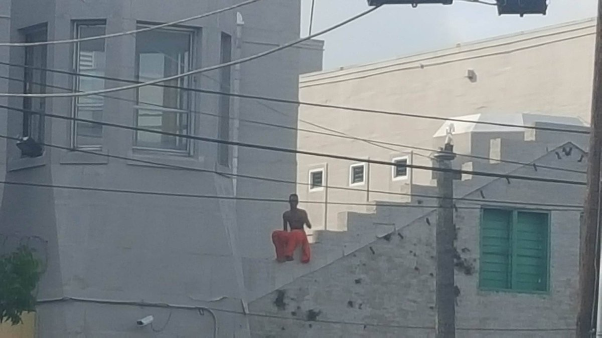 Inmate sitting on top of Orleans Parish courthouse  https://t.co/QunTI5cfPL https://t.co/QR30DoGmDB