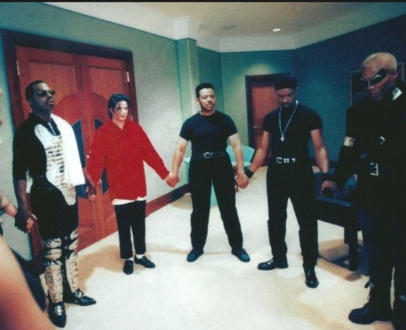 . #MichaelJackson's habit of praying before a concert was routine- An extremely spiritually advanced  human being. https://t.co/2dKDLIFl6v