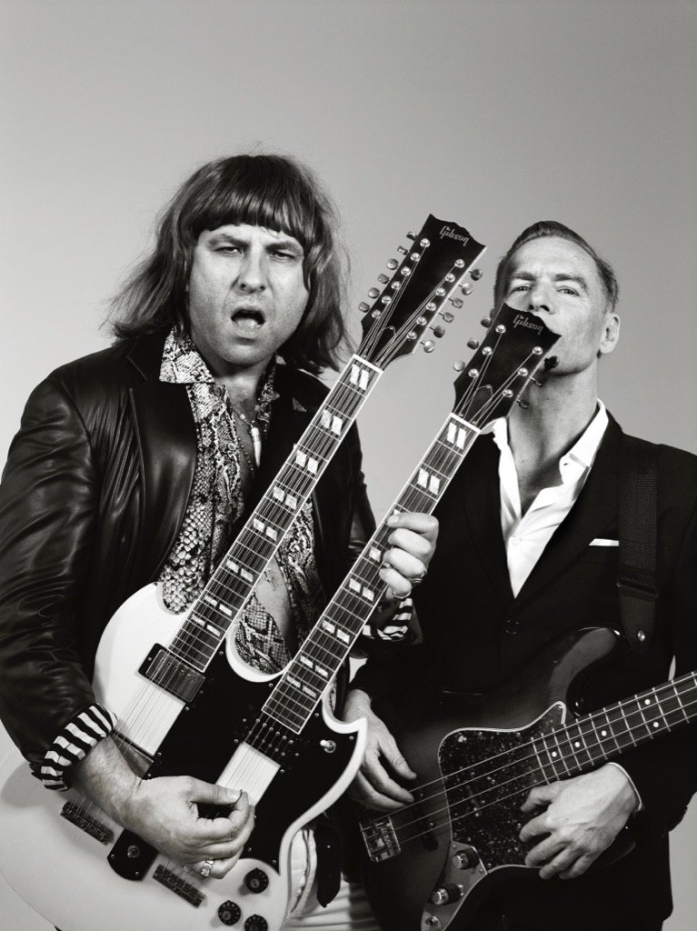 RT @davidwalliams: Me & @bryanadams in the video for his brilliant new single 'Don't Even Try'. https://t.co/lw8lJbBmCy